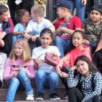 カザフスタン 首都アルマティの子供たち笑顔とバザール