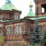 キルギス カラコル木造三位一体教会